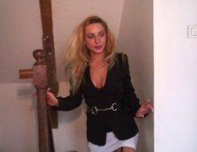 8141 - Blonde cochonne baise chez un papy