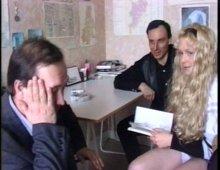 8165 - Une petite cochonne en vidéo porno