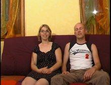 8381 - Jeune blonde à lunette baise avec son copain devant la caméra