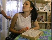 8395 - Jeune fille étudiante sexy âgée de 18 ans allumeuse