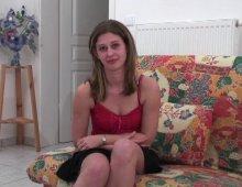 8417 - Jeune femme débutante test la sodomie