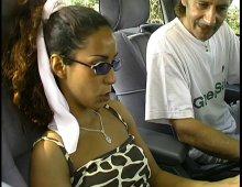 8680 - Femme pisseuse mouille sa culotte