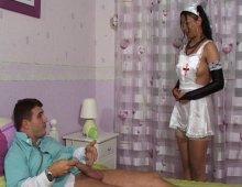 8696 - Infirmière taille une pipe au docteur