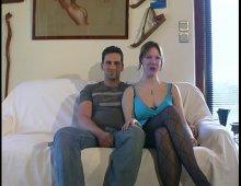 8945 - Ce couple amateur coquin baise avec un inconnu
