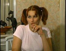 9029 - Profs pénètrent la chatte étroite de l'étudiante à son domicile