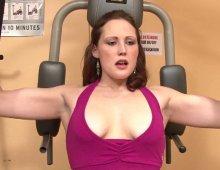 9077 - Séance de baise hard dans une salle de musculation