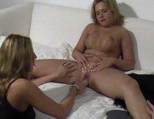 9762 - Couple baise avec une femme aux gros nichons