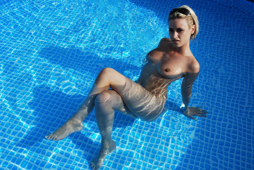 a poil dans la piscine