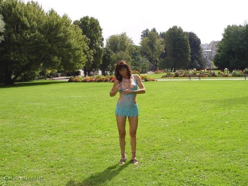 carolineose dans un parc