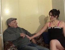 10164 - Papy fête son anniversaire avec une jeunette