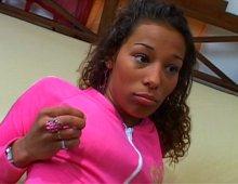 10226 - Une jeune femme coquine âgée de 21 ans
