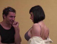 10342 - Secrétaire sexy tourne son film de cul au boulot