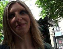 11105 - Une femme baisée à l'arrache dans les rues de paris