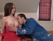 11299 - Le cul et les gros seins de la salope à l'air