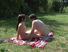 11435 - Une séance de sexe en plein air