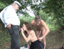 11459 - Une baise en levrette dans les bois