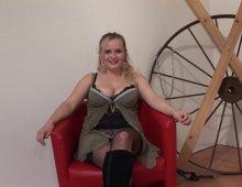 11557 - Une blonde à gros nichons baisée par un étalon