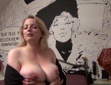 11593 - Une salope blonde à gros seins naturels