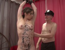 11647 - Femme nue qui aimes les coups de fouet