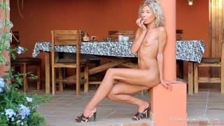 Belle blonde en lingerie sexy