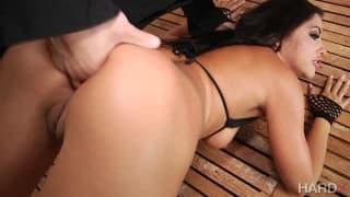 Scène porno d'une baise bestiale