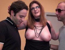 12529 - Femme nue à grosse poitrine laiteuse