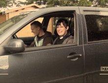 12793 - Femme baisée sur le capot d'une voiture