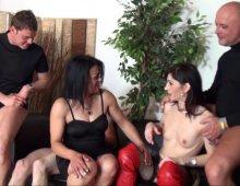 12857 - Une femme Cougar baise avec des mecs BM