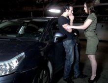 13151 - Chienne à gros seins baisée dans un parking