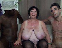 13161 - Femme à gros seins de 65 ans cochonne