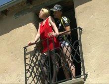 13245 - Femme nue sur le balcon