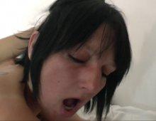 13297 - Des lascars baisent une femme à gros seins