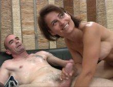 13349 - Femme mature sexy à gros seins
