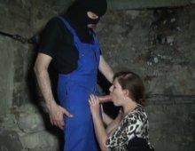 13709 - Jeune femme baisée dans une cave