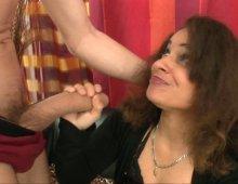 13813 - Jolie nympho en chaleur dans un porno à 3