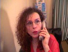 13831 - Une Milf à lunettes cochonne demande l'aide
