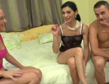 14432 - Une femme mature BCBG dans un porno à 3