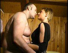 14741 - Jolie cochonne a envie de goûter au plaisir