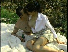14915 - Sodomie en pleine nature au menu d'un pique-nique en amoureux