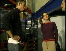 14939 - Anaïs baise dans l'atelier et dans le bureau du boss