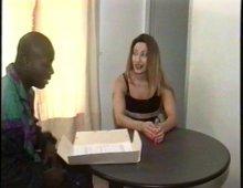 15005 - Femme à la chatte poilue baisée par un black