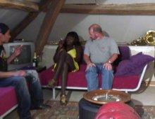 15079 - Une black française aux gros seins suce papy et ses potes