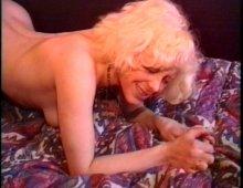 15181 - Jeune blonde se fait lécher et limer sa chatte lisse