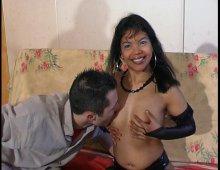 15241 - Geïsha une femme pinée par les 2 orifices