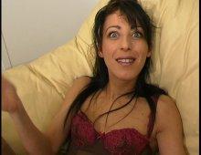 15393 - Belle brune très chaude aime la bite