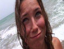 15561 - Une séance photo sur une plage qui se termine par une partie de jambes en l'air