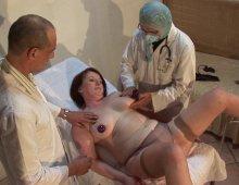 15855 - Grosse partouze chez le gynécologue avec 2 salopes
