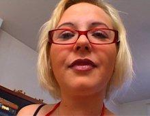 16136 - Il nique une salope blonde qui s'assume
