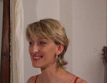 16350 - Une blonde gourmande défoncée après une pipe