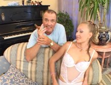 16414 - Casting hot d'une femme blonde